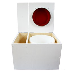 Toilette sèche avec bac à copeaux de bois. peinte en blanc. abattant rouge. Livrée avec bavette inox et seau 22 litres