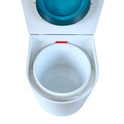 toilette sèche rehaussé arrondie bois blanc, abattant turquoise, seau plastique 22 L, bavette inox. hauteur d'assise de 50 cm