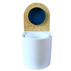 toilette sèche arrondie blanche, couvercle huilé, abattant bleu, seau plastique 22L, bavette inox. modèle rehaussé PMR